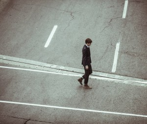 crossing-crossroad-businessman-fashion